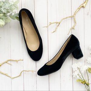 CL LAUNDRY • velvet slip on chunky heels
